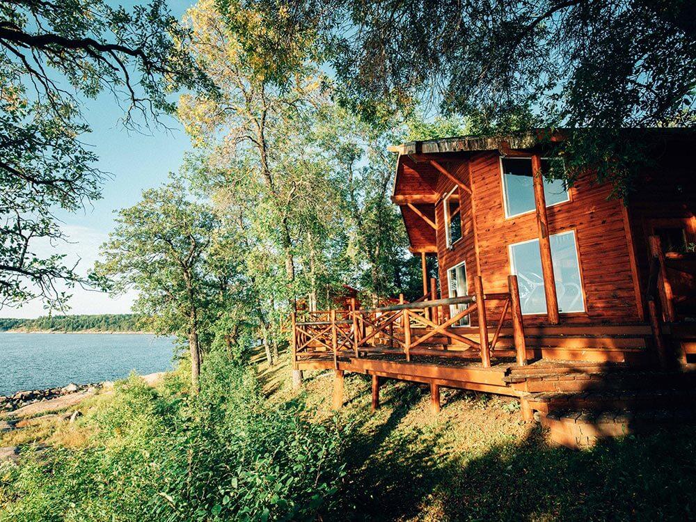 Eagle Nest Lodge - Come, Stay Awhile